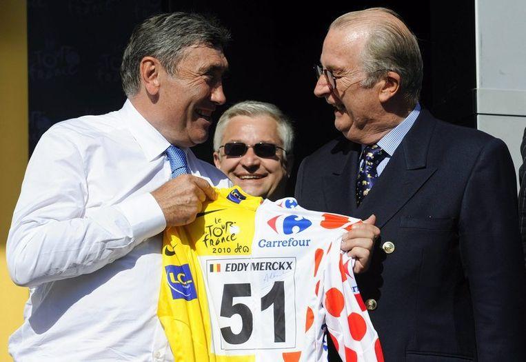 Eddy Merckx in een gezellig onderonsje met koning Albert. Beeld UNKNOWN