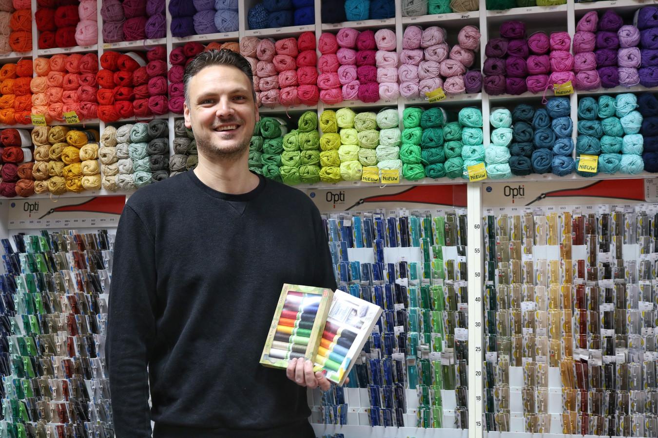 Eigenaar Martijn de Korte nam de winkel over van zijn moeder Ria.