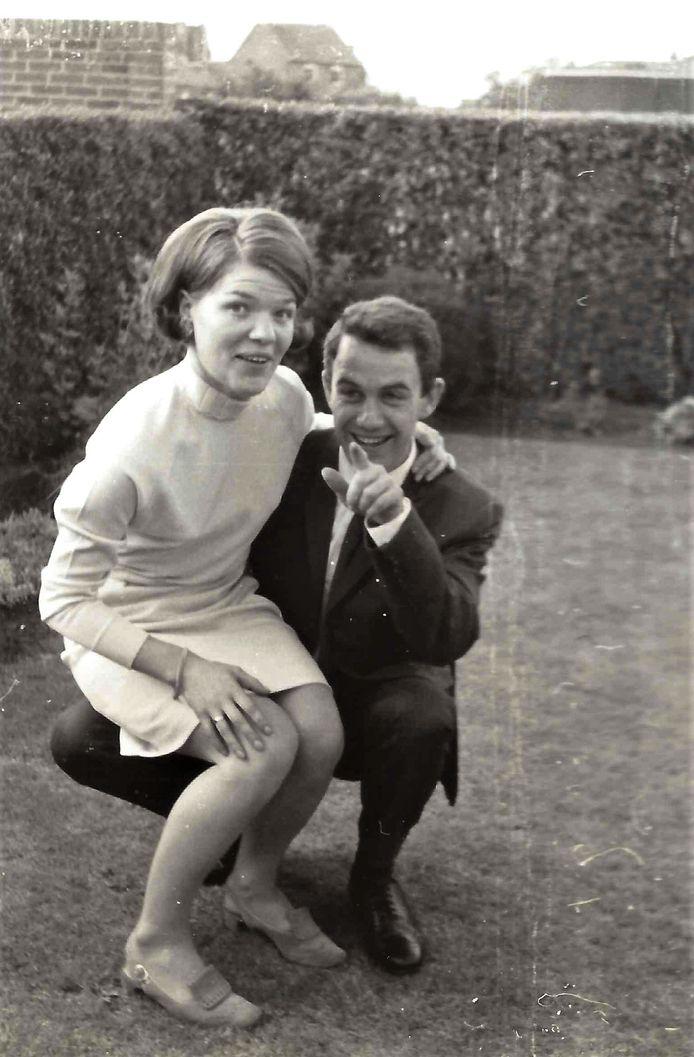Mieke en Bert tijdens hun verloving in 1968.