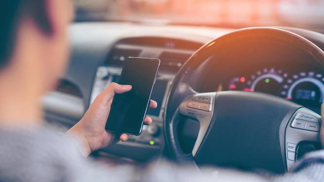 Elk jaar sterven zeker 30 Belgen door gebruik gsm achter het stuur