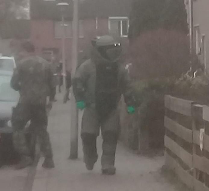De Explosieven Opruimingsdienst in de Stadhouderlaan in Zwolle.