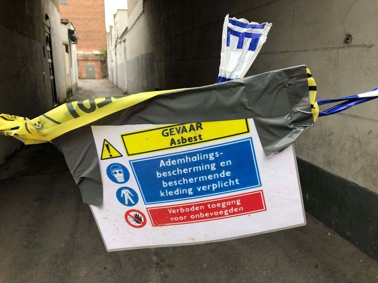 In de aangevoerde grond zaten asbestresten.