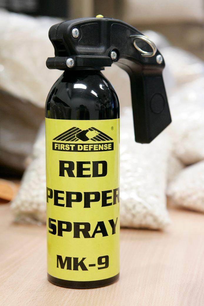 Bij een vrouw aan de rand van het Schiebroeksepark is gisteravond een bijtende stof in haar ogen gespoten, mogelijk betreft het pepperspray.