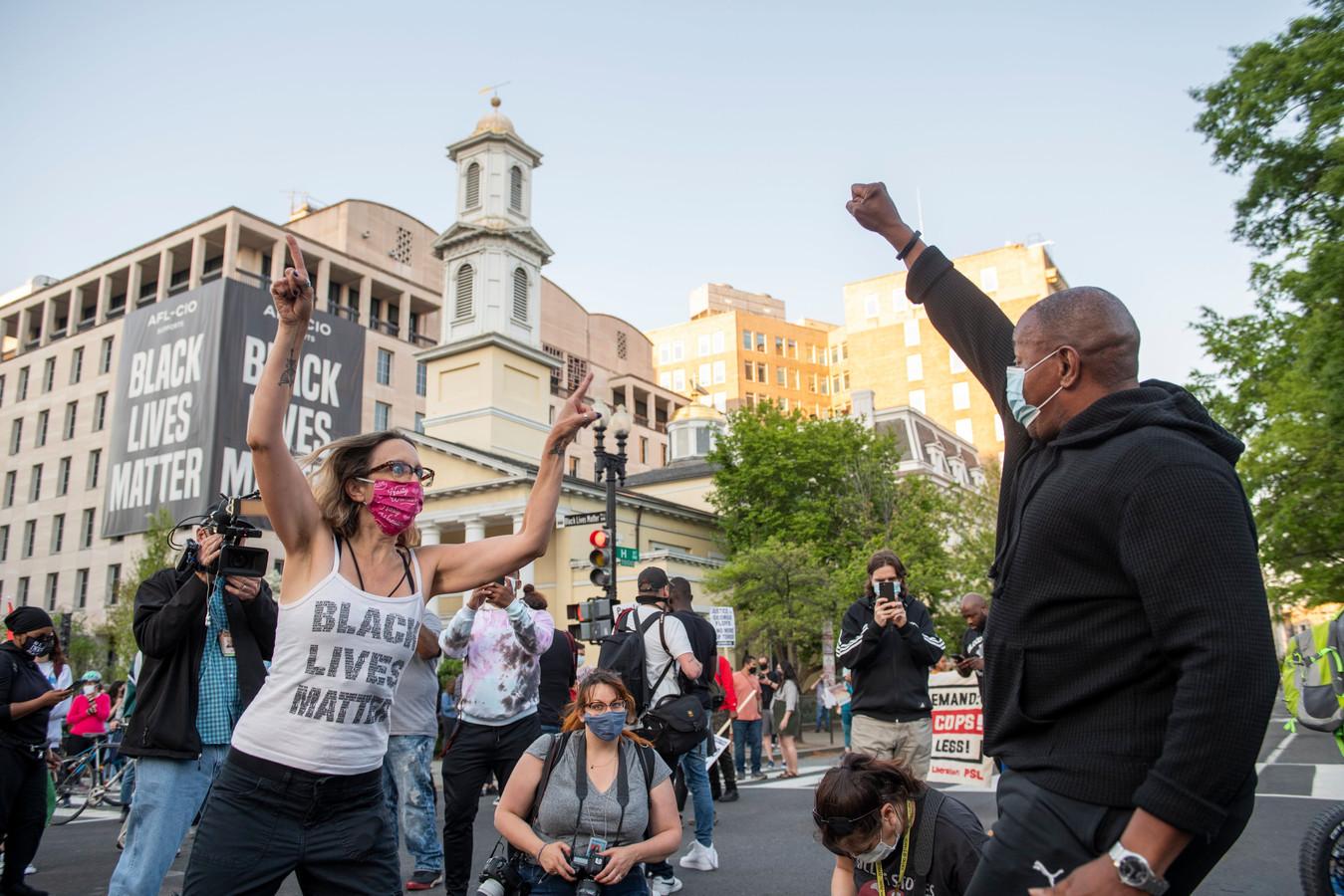 Mensen vieren het vonnis in de straten van Washington D.C..