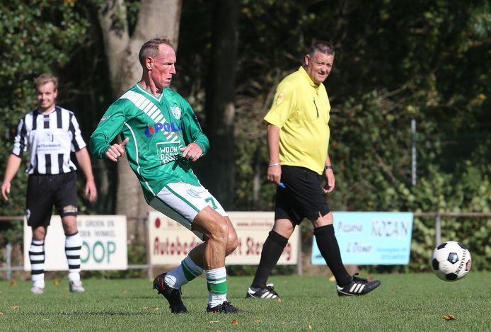Harold Stokman in oktober 2020 in actie voor SDZZ in het duel met NVC uit Netterden.