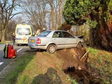 Automobilist gewond bij eenzijdig ongeval in Tubbergen