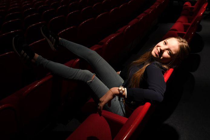 In de eerste aflevering Mirte van Geel (14). Zij woont in Etten-Leur en ze voelt zich het meest thuis op het podium.