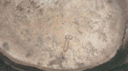Deze 50 meter lange penis kan je vanuit de ruimte zien