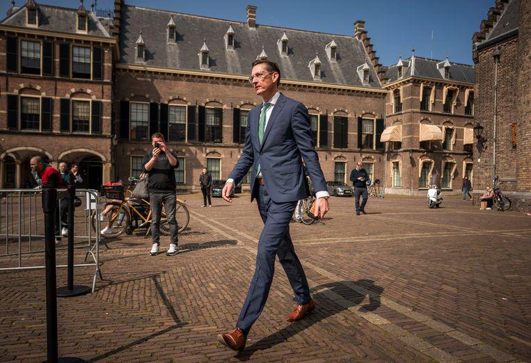 Joost Eerdmans (JA21) op weg naar zijn gesprek met informateur Herman Tjeenk Willink. Beeld Freek van den Bergh / de Volkskrant