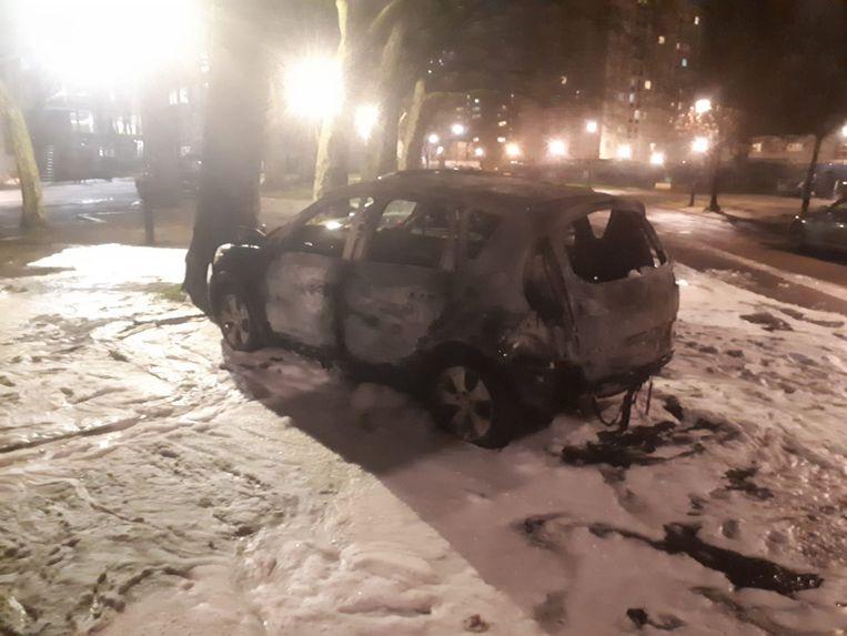 In Anderlecht brandde een wagen uit. Beeld Baert