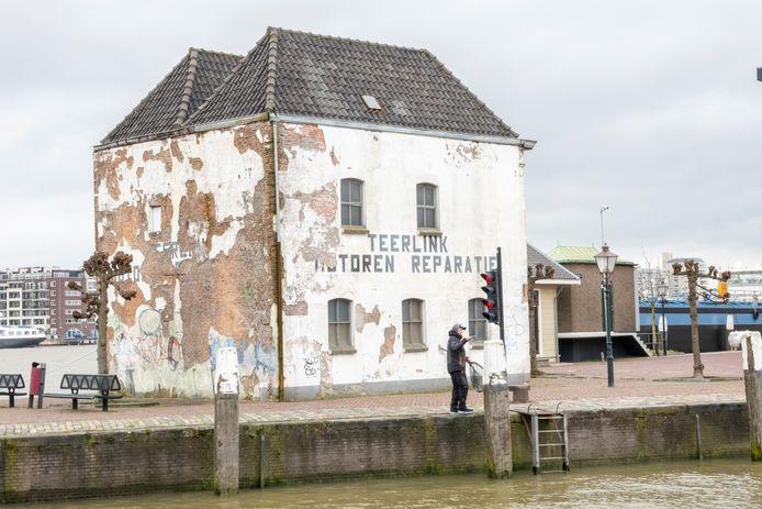 Het vervallen pand van Teerlink aan de Kalkhaven in Dordrecht, eigendom van projectontwikkelaar Van Pelt