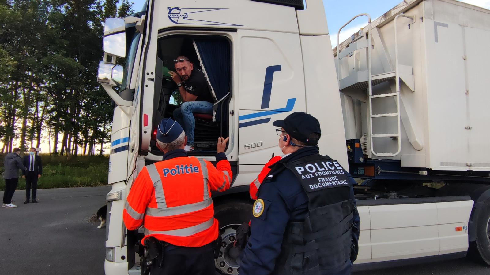Deze chauffeur bleek – aan de voormalige grenspost in Callicanes bij Poperinge – een lading aardappelen bij zich te hebben.