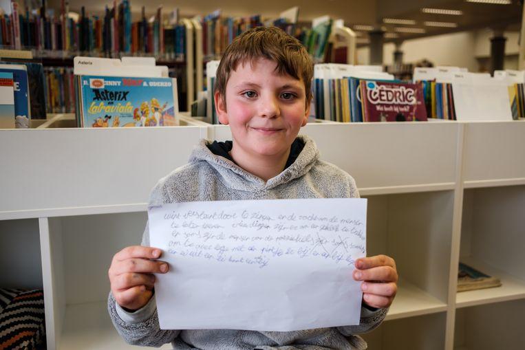 Jonas is trots op zijn gedicht.