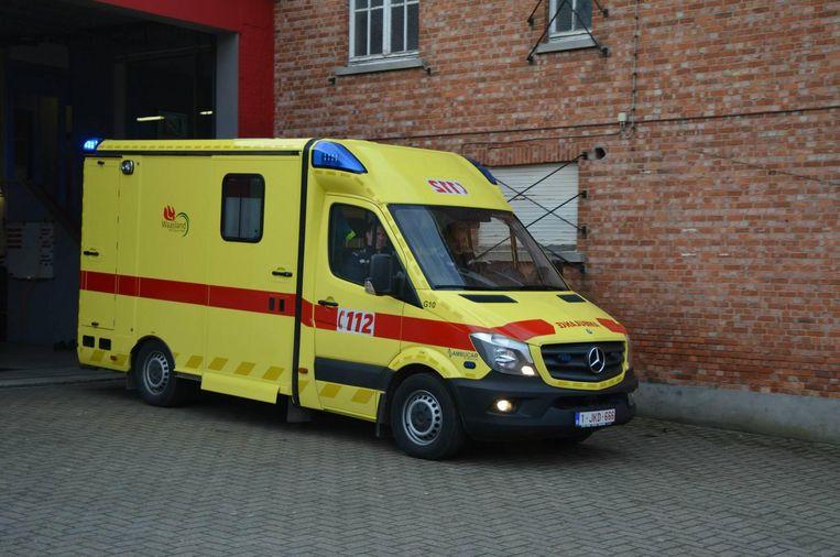 De ziekenwagen van de brandweerpost Sint-Gillis-Waas kreeg gisteren een klapband op de Antwerpse ring.