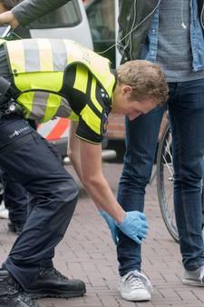 Politie treft 37 wapens aan bij grote veiligheidscontrole in Enschede