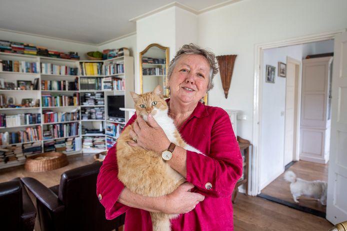 Kattenvrouw Dora Besten uit Haarle vermoedt dat in de omgeving van de Molenweg een 'kattenhater' actief is.