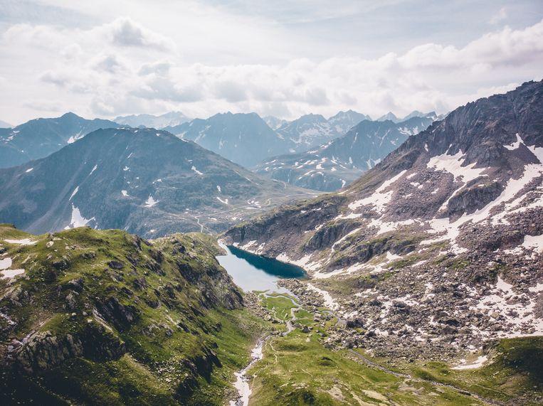 De Rijn ontspringt op 2.600 meter hoogte boven de Tomasee in de Zwitserse Alpen.  Beeld Rinkie Bartels