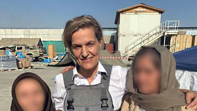 Veel Afghanen gered dankzij 'geheime' Holland-poort: evacués herkenbaar door oranje sjaals