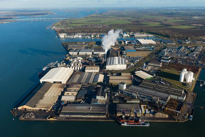 ATM Moerdijk is specialist in het verwerken van gevaarlijk afval. Daar horen giftige gassen zoals benzeen bij, afkomstig van schepen.
