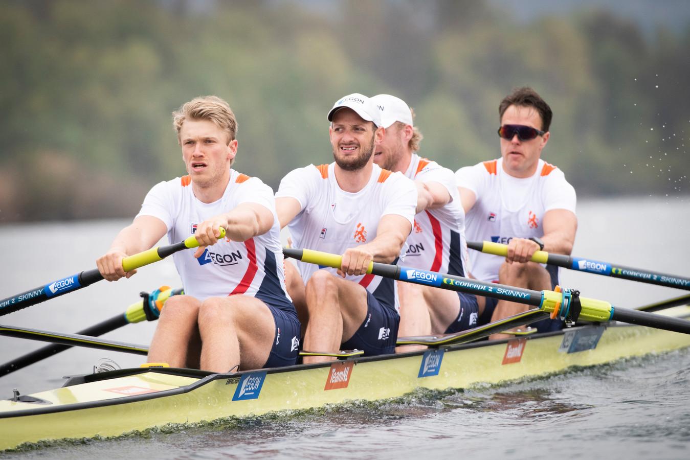 Sander de Graaf uit Made met zijn ploeggenoten in actie tijdens de series op het EK roeien vierzonder.