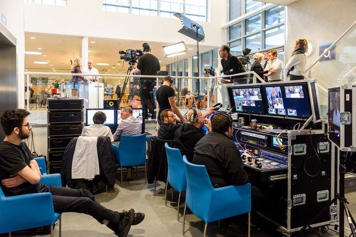 In de hal van het Catharina was een kleine tv-studio opgebouwd. Foto Jean Pierre Reijnen