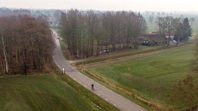 De overgang van de Heerenweg naar Groot Oever tussen IJhorst en Balkbrug.