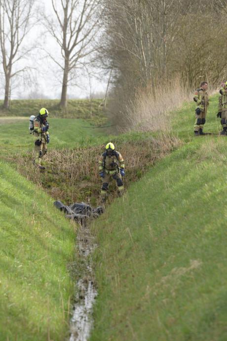 38 jerrycans met drugsafval van xtc-lab gevonden in Oud-Vossemeer