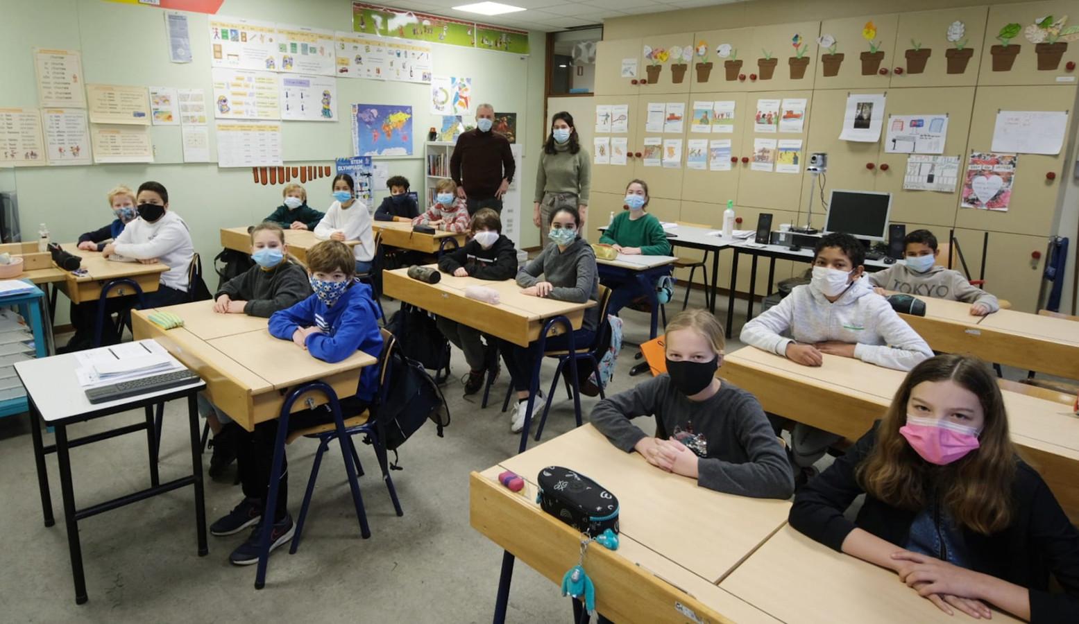 Ze dragen hun mondmasker allemaal zonder morren in het zesde leerjaar van juf Charlotte Bonte.