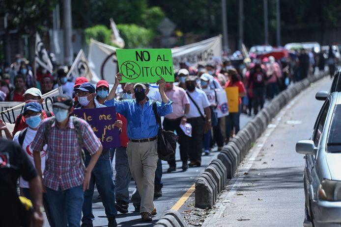 Manifestation contre l'utilisation du bitcoin au Salvador, le 7 septembre 2021.