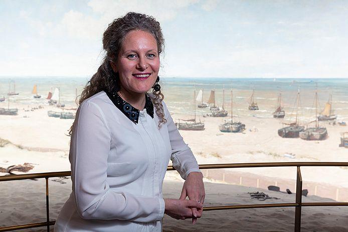 Suzanne Veldink is samensteller van de tentoonstelling 'De schilders van het Panorama van Scheveningen' over de hulp die Mesdag kreeg bij zijn meesterwerk.