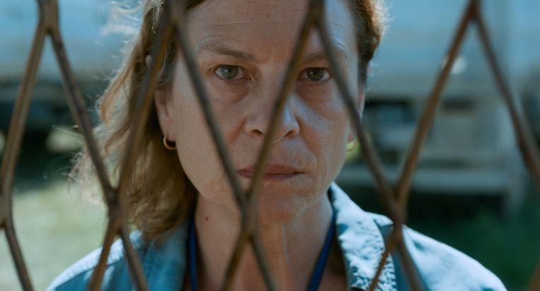 Jasna Duricic  als de tolk Aida in 'Quo Vadis, Aida?' Beeld Cinéart Nederland