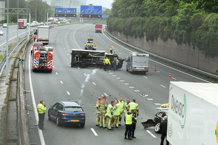 Op de A27 is een ongeval gebeurd.