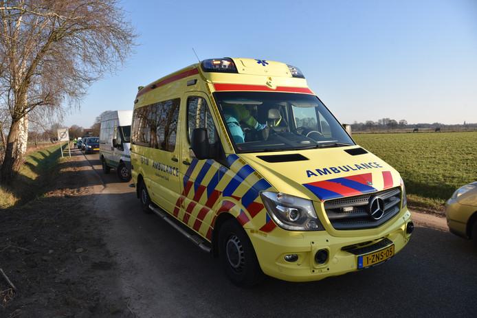 het slachtoffer is met de ambulance naar het ziekenhuis gebracht.