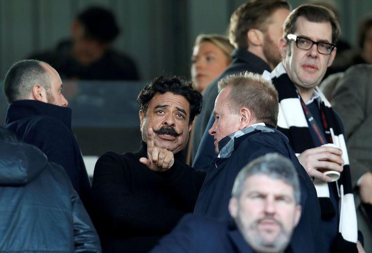 Shahid Khan, met verzorgde snor, is nu al eigenaar van voetbalclub Fulham en NFL-team Jacksonville Jaguars. Beeld Photo News