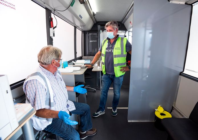 In de prikbus kan men zich zonder afspraak laten vaccineren tegen het coronavirus.