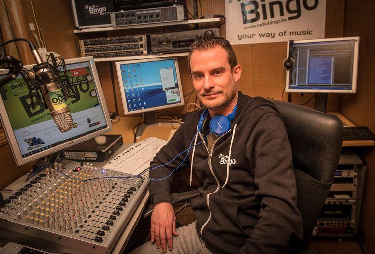 Andy Degryse in de studio van Radio Bingo uit Roeselare.