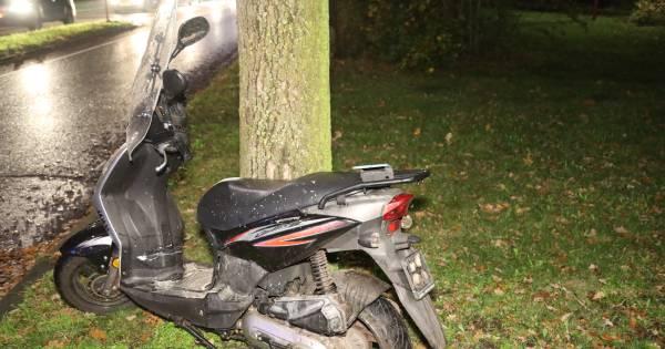 Meisje op scooter gewond bij aanrijding op rotonde in Oss.