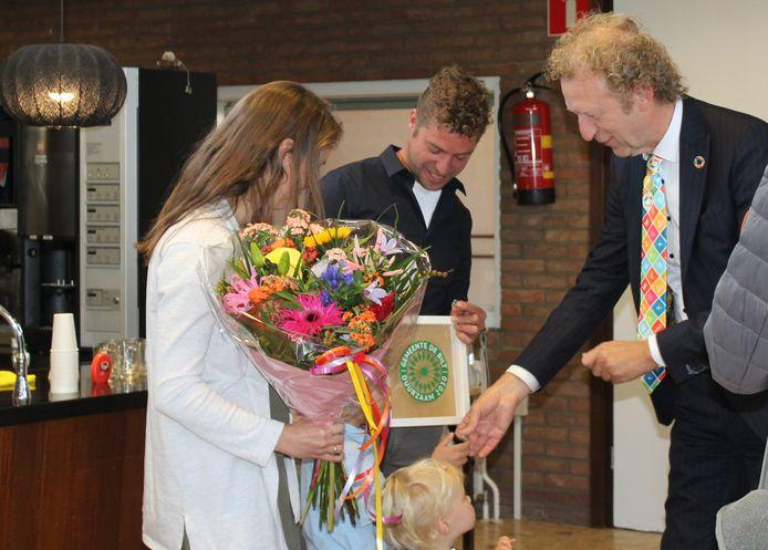Wouter en Marjolein van Oostrum van Zorgboerderij Nieuw Toutenburg in Maartensdijk ontvingen het Duurzaamheidssymbool