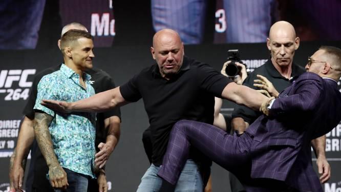 McGregor deelt voor gevecht met Poirier eerste trap uit: 'Hij eindigt op een brancard'