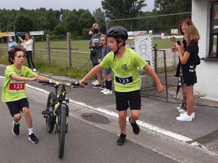Matisse (13) en Emile (10) namen voor het eerst deel aan de Bike and Run Memorial ter nagedachtenis aan hun in 2017 overleden vader Kevin Rottiers.