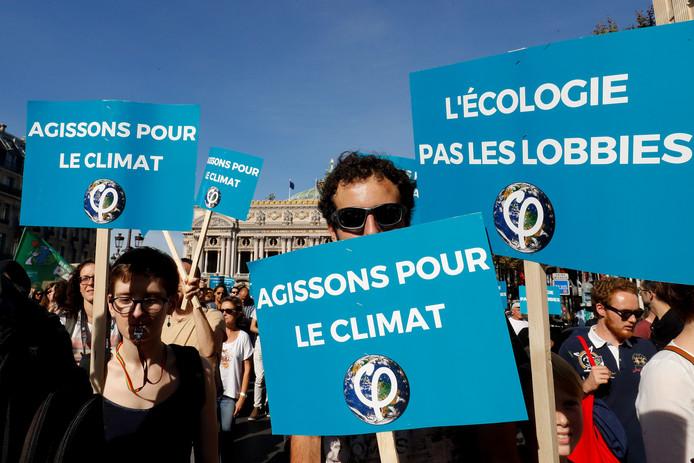 """""""Kom op voor het klimaat"""" en """"Ecologie in plaats van lobby"""""""