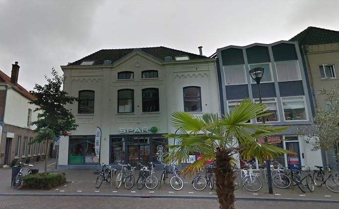 De SPAR City in de binnenstad van Zwolle mag voortaan van donderdag tot en met zaterdag tot middernacht open. De eigenaar wil vooralsnog alleen op vrijdag en zaterdag tot elf uur de deuren open laten.