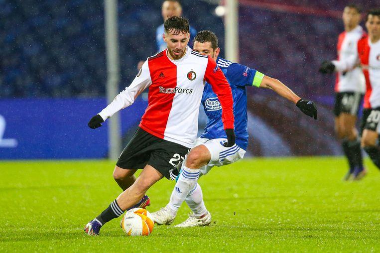 Orkun Kokcu aan de bal tijdens de UEFA Europa League-wedstrijd tussen Feyenoord en Dinamo Zagreb. Beeld Mischa Keemink