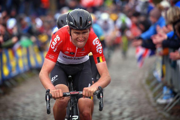 ► Tiesj Benoot van Lotto trekt een pijnlijke grimas tijdens de Ronde van Vlaanderen, waar hij achtste werd. Beeld Photo News