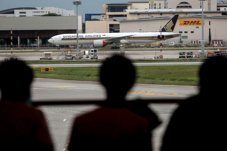 Een toestel van Singapore Airlines op het Changi-vliegveld van Singapore.  Beeld EPA