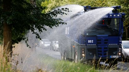 Waterkanon van politie ingezet om bomen water te geven