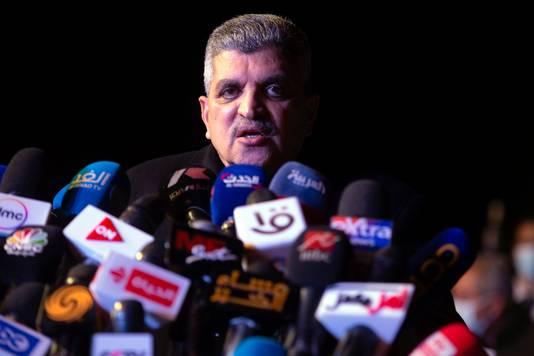 Hoofd van de Suez Canal Authority Ossama Rabei bij een persconferentie. Hij heeft beslag gelegd op de Ever Given.