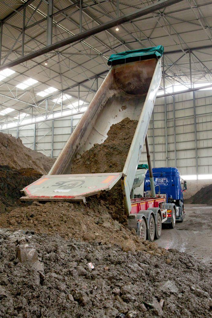 Pas als de vervuilde grond binnen de verwerkingscriteria valt, mag het bij ATM naar binnen.