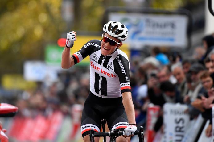 Kragh Andersen balt zijn vuist: hij wint Parijs-Tours 2018.