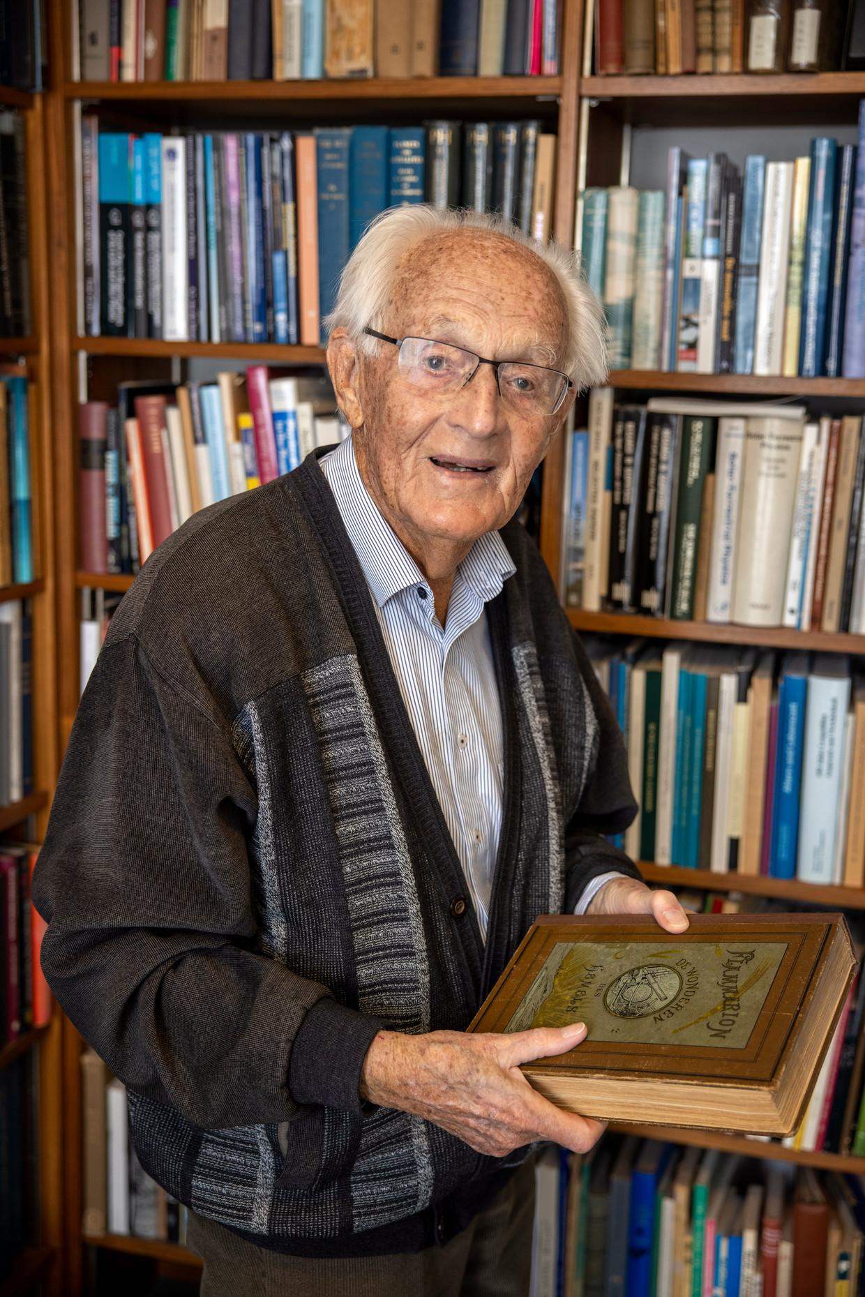 Astronoom Kees de Jager wordt donderdag 100 jaar. Beeld Bob Bronshoff